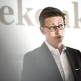 Skatteminister Karsten Lauritzen (V) bliver sammen med regeringen kritiseret for at glemme et borgerligt alternativ til velfærdsstaten.