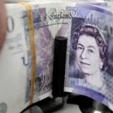 Det britiske pund er mandag eftermiddag røget ind i en ny nedsabling.