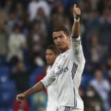 Cristiano Ronaldo vandt i sidste sæson Champions League med Real Madrid, inden han drog til EM, hvor han gik hele vejen med Portugals landshold. Reuters/Susana Vera