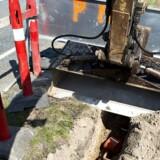 Der skal graves fibernet ned til flere i Syddanmark, mener energiselskabet SE, der derfor sætter 300 millioner kroner af i en særlig pulje som støtte til dem, der ellers ikke står til at kunne være med. Arkivfoto: Nils Meilvang, Scanpix