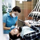 Arkivfoto. Tandlægeklinikker rundt i Danmark er ved at blive købt op af rige erhvervsfolk med planer om at sælge videre.