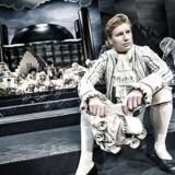 """Christian Lollikes version af Holbergs """"Erasmus Montanus"""" med Andreas Jenbro i titelrollen fik aarhusianerne til at fylde Aarhus Teater til bristepunktet. Foto: Emilia Therese."""