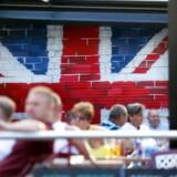 »Ud er ud, og hvis man fortryder, vil det kun være muligt at komme tilbage ved at slutte sig til euroen, Schengen og opgive rabatten,« sagde Cameron i The Sunday Times.