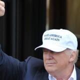 Donald Trump besøger en af sine golfbaner i Skotland og glæder sig over EU-afstemningen. Reuters/Clodagh Kilcoyne