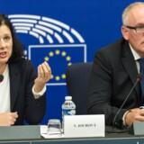 EU-Kommissionens viceformand Frans Timmermans (til højre) og justitskommissær Věra Jourová (til venstre) bliver presset ekstra af EU-dommen, som erklærede den 15 år gamle dataudvekslingsaftale mellem USA og EU for ugyldig. Foto. Patrick Seeger, EPA/Scanpix