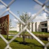 En indsat i Storstrøm Fængsel overfaldt søndag en fængselsbetjent med en sok indeholdende en tundåse.