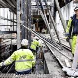 Metrobyggeriet. Metro. Cityringen. Her er det den store metroarbejdsplads på Øster Søgade. Det er en af byggeriets største arbejdspladser, men når byggeriet er afsluttet skal her ikke være en station. Arbejdspladsen ligger i den ene ende af Sortedams Søen, der bliver genskabt når metrobyggeriet står færdigt.