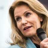 Da Helle Thorning Schmidt var statsminister, blev hun irriteret, når gamle S-koryfæer blandede sig for meget i hendes politik. Derfor blander hun sig heller ikke i Mette Frederiksens linje for Socialdemokratiet.