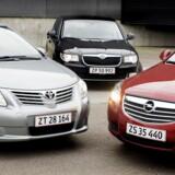 Mellemstore og store biler skulle ifølge regeringens forslag blive billigere.