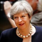 Storbritanniens premierminister, Theresa May, tilbyder, at EU-borgere, der opholder sig lovligt i landet, kan blive, efter briterne har forladt EU.