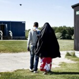 »Hvorfor skulle udlændinge klare sig selv, nu hvor de har krav på husly og lommepenge fra staten, så snart de kommer hertil? De sviner, de svindler, de stjæler, de voldtager og de dræber,« sagde Cheanne Nielsen, der er DF-delegeret fra København. ARKIVFOTO 2010 fra asylcenter i Sandholmlejren.