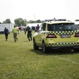 Ambulance er ankommet til Det fynske Dyrskue i Odense fredag formiddag d. 9. juni 2017, hvor to voksne og fire børn ifølge Fyens Stiftstidende kom til skade, da en kvie slap løs på. En 11 måneder gammel pige er blevet trådt i hovedet af kvien, ifølge politiet kommer hun sig uden mén. En toårig pige blev trådt i brystet og har fået et mindre hul i den ene lunge, som skal hele af sig selv.. (Foto: Louise Koustrup/Scanpix 2017)