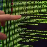 Det er udelukkende et spørgsmål om tid, før virksomheder bliver angrebet af hackere. Så man kan lige så godt acceptere, at det vil ske før eller siden, lyder det fra Deloittes sikkerhedsekspert. ARKIVFOTO: Hewlett Packard's it-sikkerheds center i Boeblingen, Tyskland, 9. december 2014.