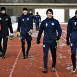 Efter et spillemøde fredag formiddag træner Lyngby-spillerne. Der er møde med ledelsen klokken 15.