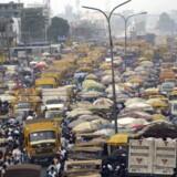 Der er kamp om pladsen i Afrikas uofficielle finansielle hovedstad, Lagos i Nigeria. Statsminister Lars Løkke Rasmussen (V) skal inden længe udpege en særlig udenrigspolitisk rådgiver, og en af de vigtigste opgaver for vedkommende bliver at skabe vækst i hele Afrika til gavn for både afrikanerne og Vesten, mener Danmarks Rederiforening. Arkivfoto: Pius Utomi Ekpei