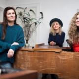 HUN SOLO indtager Hotel Cecil på Kvindernes Internationale Kampdag. Fra venstre er det Pernille Rosendahl, Nana Jacobi og Kirstine Stubbe Teglbjærg.