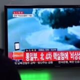 Nordkorea hævder, at landet onsdag morgen med succes har prøvesprængt en brintbombe. En handling, som FNs Sikkerhedsråd ventes at drøfte på et hastemøde senere onsdag. En brintbombe er op til 1.000 gange kraftigere end en atombombe. AFP PHOTO / JUNG YEON-JE