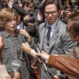 Michelle Williams er Pauls stålsatte mor, mens Mark Wahlberg er manden, som oliemagnaten Getty sætter til at finde sit barnebarn. Foto: PR