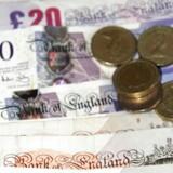Pund sterling koster tirsdag morgen 1,3250 dollar mod 1,3290 dollar mandag eftermiddag, mens euro samtidig koster 0,8400 pund mod 0,8380 pund mandag eftermiddag.