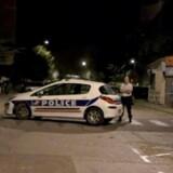 Vidner på stedet fortæller, at der var fire hætteklædte gerningsmænd. Det er dog ikke bekræftet af myndighederne. REUTERS/REUTERS TV TPX IMAGES OF THE DAY