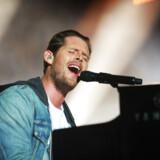 Sentimentalt? Også i den grad! Rasmus Seebach synger til sin nyfødte søn om farfar Tommy på den nye single, »Farfar Sang«.
