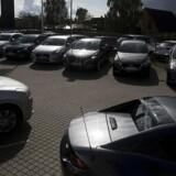 Bilerne står stille i leasingbranchen, som nu har sendt en klage til EU over nye regler.