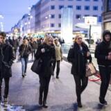 Arkivfoto: Folk på strøget.