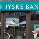 Udbyttefragang i Jyske Bank og Lundbeck har fra åbningen onsdag sendt de to aktier i bunden af C25-indekset, som dog ligger marginale 0,07 pct. højere i 1125,36 efter stigninger blandt andet til Mærsk-aktierne.