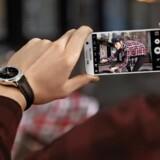 Galaxy S7 og kollegaen S7 Edge har fået forbedret kameraet, så billederne bliver bedre også under dårlige lysforhold. Foto: Samsung