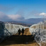 Makedonske soldater patruljerer ved den græsk-makedonske grænse.