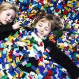 En glad - og ung- Legofan. I modsætning til eksempelvis Legolandparkerne er Oplevelseshuset beregnet til de mindste Legofans.