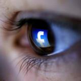 Over hele verden - fra USA til Filippinerne - menes misinformation på sociale medier, herunder Facebook, at have haft indflydelse på demokratiske valg. Efter lidt tøven har Mark Zuckerberg erkendt problemet. Facebook har imidlertid det problem, at mediet skal balancere mellem voksende krav om at tage ansvar for sit indhold - og beskyldninger om censur, hvis de farer for hårdt frem.