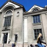 Københavns Universitet er det seneste i rækken af danske universiteter, der har indført tydelige retningslinjer i kampen mod sexchikane. Berlingske har snakket med de otte universiteter.