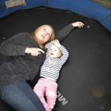 Der er ikke plads til jeg på fødeafdelingen hér i Odense. I må tage til Svendborg. Dét var beskeden til Lisa Reimer Lund og hendes kæreste, der oplevede en kaotisk overflytning under fødslen af datteren Melanie.