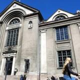 »Hvis man som jurist in spe lader sig krænke dødeligt – eller i det mindste nok til at skrive en klage til fakultetet over, at et par medstuderende klæder sig ud – så kan man lige så godt droppe ud med det samme,« mener Leif Donbæk om de nye regler på Københavns Universitets juridiske fakultet, der forbyder »krænkende« udklædning.