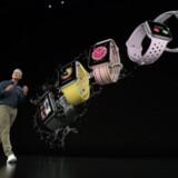Det lykkedes Apple-topchef Tim Cook at få Donald Trump til at droppe ekstraafgifter på smarture som det nye Apple Watch 4, som skal være med til at sikre Apples store julehandel. Foto fra Apples præsentation i sidste uge