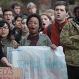 Studerende på University of Chicago deltager i en såkaldt walk-out, en protest, i forbindelse med valget af Donald Trump til amerikansk præsident i 2016.