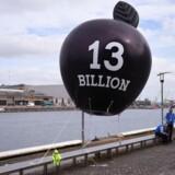Der har været protester i Irland for at presse den irske regering til at tage imod Apples skattesmæk på 13 milliarder euro eller 100 milliarder kroner, hvilket den irske regering konsekvent har nægtet, selv om det kan dække hele årets sundhedsbudget. Arkivfoto: Clodagh Kilcoyne, Reuters/Scanpix