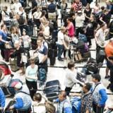 Flest rejsende gennem Københavns lufthavn nogensinde Københavns Lufthavn forventer at i morgen (fredag) bliver den dag med flest rejsende nogensinde gennem lufthavnen.