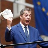 EU-modstanderen Nigel Farage har genoptaget sin Brexit-kampagne, hvor han vil overbevise den britiske befolkning om, at premierminister Theresa May har været alt for eftergivende over for EU i udmeldelsesforhandlingerne.