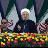 Irans præsident, Hassan Rouhain, talte lørdag ved militærparaden i Teheran. Paraden blev angrebet af bevæbnede mænd, og sændag anklager præsidenten arabiske golfstater for at støtte angrebsmændene.