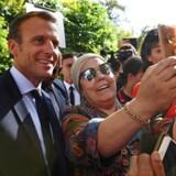 Emmanuel Macron, her fotograferet under torsdagens EU-topmøde i Østrig, er altid parat til at forsvare sine synspunkter, når han færdes blandt »almindelige« franskmænd. Men præsidentens ligefremme og ofte udiplomatiske facon har flere gange givet ham problemer. Anne-Christine Poujoulat/Pool via REUTERS/File Photo