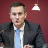 Erhvervsminister Rasmus Jarlov (K) var tirsdag i samråd om Danske Bank og hvidvasksagen på Christiansborg i København. Her åbnede han både op for en kritik af Finanstilsynet og flere ressourcer til samme tilsyn.