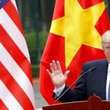 Donald Trump har på kort sigt en række stærke kort på hånden i handelskrigen mod kineserne, mener en række eksperter. De to vigtigste er, at den amerikanske økonomi for tiden kører bedre end den kinesiske, og at amerikanerne har en langt større import fra Kina, som kan blive pålagt told.