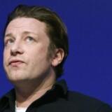 Jamie Oliver skriver både kogebøger, laver tv-shows og ejer restauranter. Det går godt for hans kogebogsforretning, mens restauranterne halter efter.