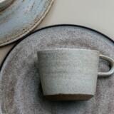 Keramikeren Gurli Elbækgaard er en af de håndværkere, der optræder i bogen. Foto: Rigetta Klint