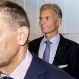 Danske Bank-formanden Ole Andersen har med den midlertidige udnævnelse af Jesper Nielsen som afløser for Thomas Borgen skaffet sig tid til at finde den næste topchef for banken. På billedet ankommer Andersen og Borgen til pressemødet om bankens hvidvaskundsersøgelse 19. september.