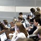 Dansk Erhverv frygter på baggrund af ny undersøgelse, at studerende er mere optagede af at få gode karakterer end at lære nyt og blive udfordret. Arkivfoto: Mathias Løvgreen Bojesen
