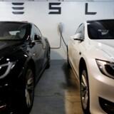 Det lykkedes elbilproducenten Tesla at få både produceret og leveret 83.500 biler de seneste tre måneder med den nyeste Model 3 som den bedstsælgende. Arkivfoto: Mike Blake, Reuters/Ritzau Scanpix