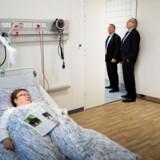 »I dag skal alt for mange mennesker på hospitalet for at få en relativt ukompliceret kontrol. Det presser både patienter og sygehuse. Men for eksempel behøver patienter med hjertesygdomme ikke at komme til sygehuset for at få genoptræning eller rehabilitering,« sagde statsminister Lars Løkke Rasmussen i sin åbeningstale, hvor han løftede noget af sløret for en kommende sundhedsreform..